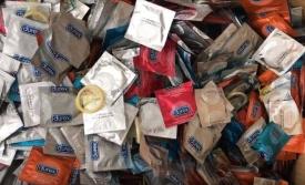 Phát hiện 300.000 bao cao su, gel bôi trơn hiệu Durex, OK,... nghi bị làm giả ở Sài Gòn